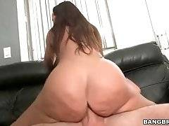 Sultry brunette milf Lisa Ann greatly enjoys awesome cock riding.
