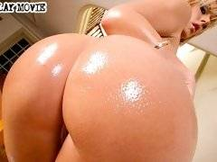 Super hot blonde stuffs a huge fat cock in her mouth then rides it like a stallion in these hot vids
